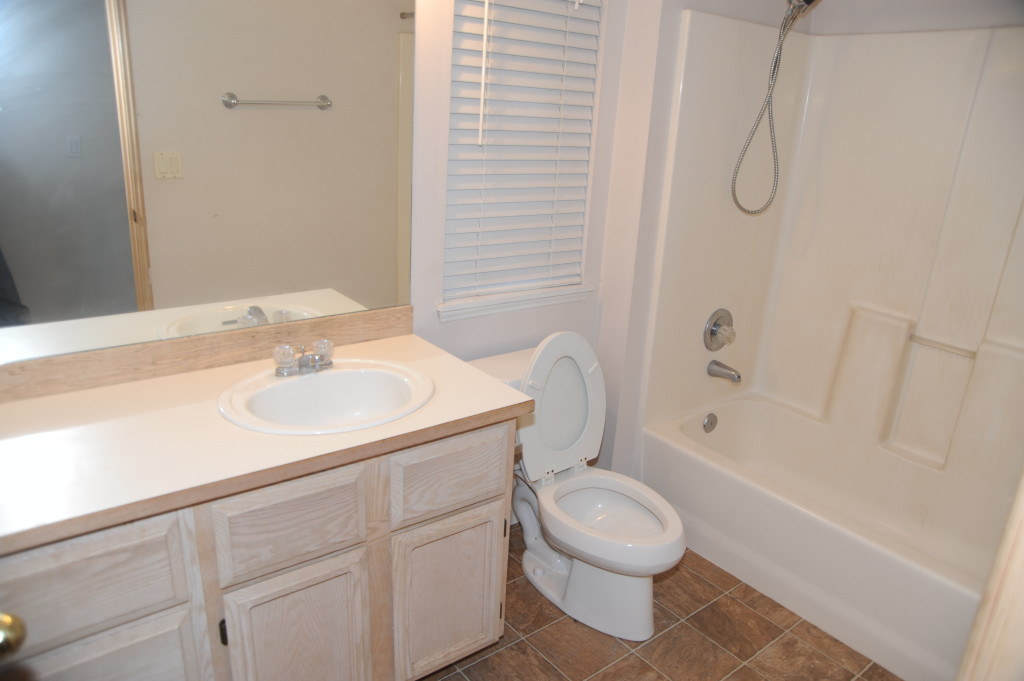 2nd upstairs bathroom.  Ok condition.  Floor is ok, no water damage.  Clean and paint.